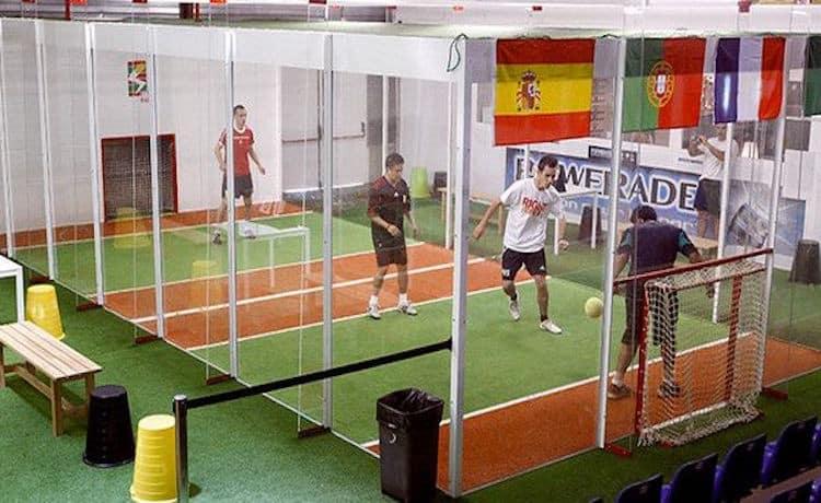 ジョーキーボール|壁・天井を使えるコートで新感覚サッカー!これ流行りそう!