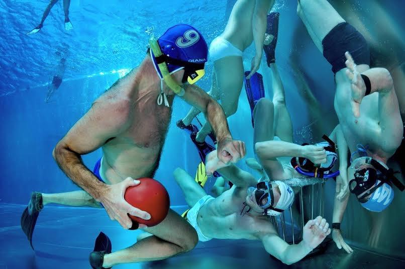 水中ラグビー|ドイツ生まれの3次元スポーツ!ルールを徹底解説