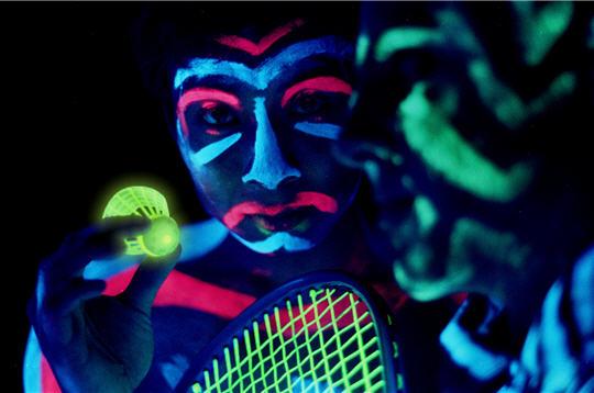 【ブラックミントン】インスタ映え確実!暗闇でプレーするクロスミントン