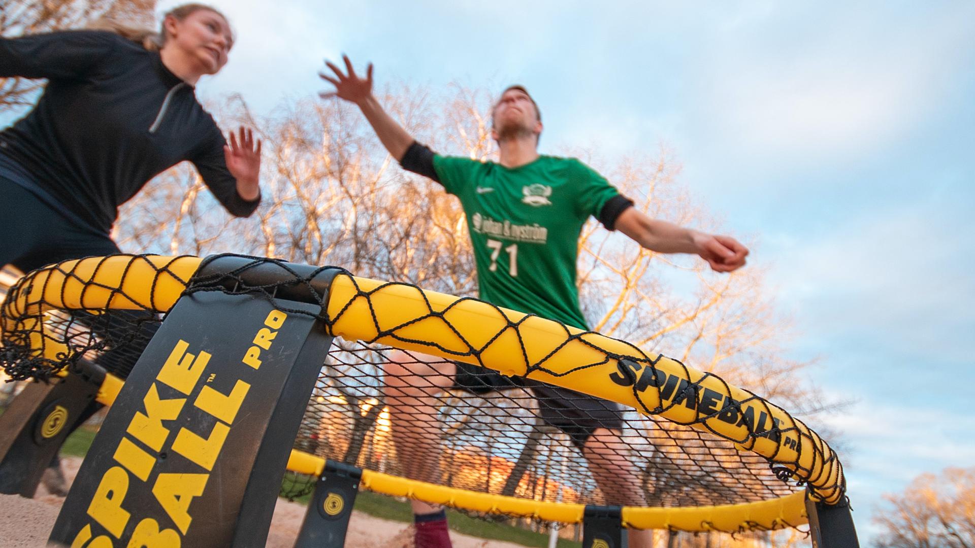 スパイクボール|360°がフィールドの新感覚スポーツが話題に